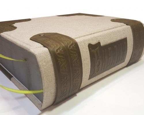 Библия в льняном переплете + отделка из кожи –  Магазин Икон | Фотография 2