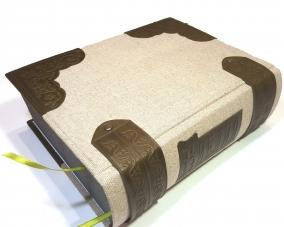 Библия в льняном переплете + отделка из кожи –  Магазин Икон | Фотография 3